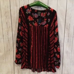 NWT NEVERWORN Torrid Black/Red Mixed Flower Tunic!